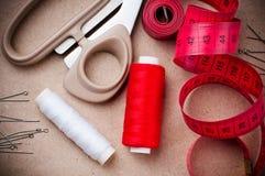 Herramientas para coser y hecho a mano Imágenes de archivo libres de regalías