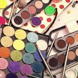 Herramientas para el maquillaje Sistema colorido del maquillaje Fotos de archivo