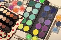 Herramientas para el maquillaje Sistema colorido del maquillaje Imágenes de archivo libres de regalías