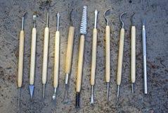 Herramientas para la limpieza cualitativa de hallazgos en arqueología Imagen de archivo libre de regalías