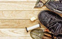 Herramientas para la reparación manual de botas, zapatos y zapatos de la reparación Imágenes de archivo libres de regalías