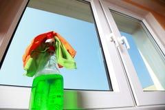 Herramientas para limpiar ventanas Imágenes de archivo libres de regalías