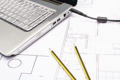 Herramientas para los dibujos de construcción Fotos de archivo