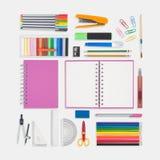 Herramientas rosadas del cuaderno y de la escuela o de la oficina en el fondo blanco Fotos de archivo libres de regalías