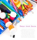 Herramientas y accesorios de la escuela en el fondo blanco Fotos de archivo libres de regalías