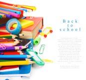 Herramientas y accesorios de la escuela en el fondo blanco Fotografía de archivo
