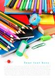 Herramientas y accesorios de la escuela en el fondo blanco Imagenes de archivo