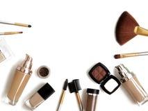 Herramientas y accesorios del maquillaje Sombreadores de ojos de la frente, fundación de la piel del naturel para la cara limpia  Imagen de archivo
