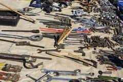 Herramientas y accesorios en los mercados de pulgas Imagen de archivo libre de regalías
