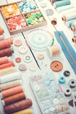 Herramientas y accesorios para coser Tono del vintage Fotos de archivo libres de regalías