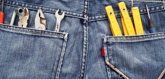 Herramientas y bolsillo de los pantalones vaqueros Foto de archivo libre de regalías