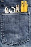 Herramientas y bolsillo de los pantalones vaqueros Imagen de archivo