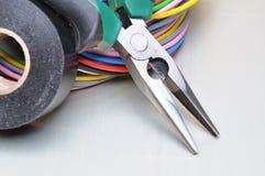 Herramientas y cables eléctricos Imagenes de archivo