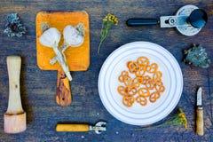 Herramientas y comida rústicas de la cocina Fotografía de archivo
