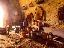 Herramientas y objetos que pertenecen a una era medieval Imagenes de archivo