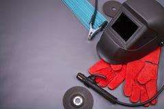 Herramientas y ropa protectora para soldar con autógena Imágenes de archivo libres de regalías