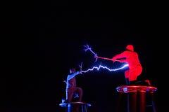 Herrar av för spänningselektricitet för blixt den höga showen Arkivfoto