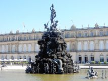 "Herrenchiemsee -巴法力亚凡尔赛†""德国王宫与fontains的 库存照片"