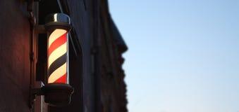Herrenfriseur-System Pole gegen Himmel mit Raum für Text Lizenzfreies Stockfoto