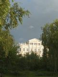 Herrgård i den klassiska stilen Royaltyfri Bild