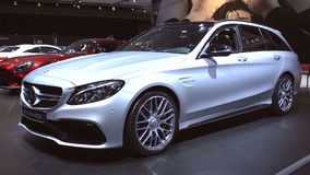 Herrgårdsvagn för hög kapacitet för gods för Mercedes†` AMG C 63 S stock video