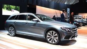 Herrgårdsvagn för lyx för Mercedes-Benz E-grupp gods stock video