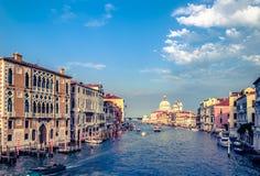 Herrliche Ansicht Grand Canal s und der Basilika Santa Maria della Salute Stockfotos