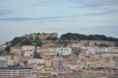Herrliche Aussichten des mittelalterlichen Schlosses von San Jorge von San Pedro de Alcantara Garden in Lissabon Natur, Architekt stockfotos