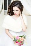 Herrliche Braut im Luxushochzeitskleid Braut Lizenzfreies Stockbild