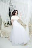 Herrliche Braut im Luxushochzeitskleid Braut Stockfoto