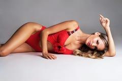 Herrliche Frau im Rot Stockbild