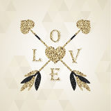 Herrliche goldene Amorpfeile mit Valentinsgrußherzen Stockfoto