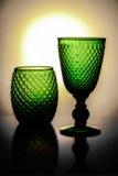 Herrliche grüne Weinschalen mit einem hellen Sonnenschein auf dem Hintergrund Lizenzfreies Stockbild