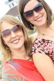 Herrliche Mädchen mit Gläsern Stockfoto