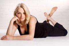 Herrliche mittlere gealterte Frau stockfotos