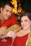 Herrliche Paare, die Jahrestag feiern Lizenzfreie Stockfotografie