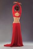 Herrliche sportliche Frau in der roten Kleidung Lizenzfreies Stockfoto