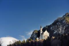 Herrliche Szene des königlichen Schlosses Neuschwanstein und der Umgebung im Bayern, Deutschland Deutschland stockbilder