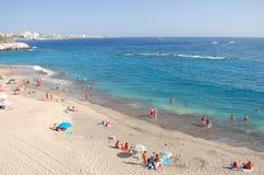 Herrlicher azurblauer sandiger Playa Del Duque in Costa Adeje auf Teneriffa Lizenzfreies Stockfoto