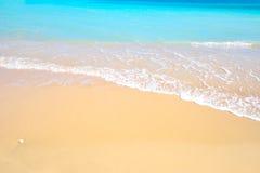 Herrlicher Mittelmeerstrand in der Sommerzeit stockbilder