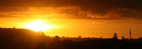 Herrlicher Sonnenuntergang über Auckland stockfoto