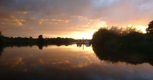 Herrlicher Sonnenuntergang auf dem Fluss Trent Nottingham stockfoto