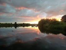 Herrlicher Sonnenuntergang auf dem Fluss Trent Nottingham lizenzfreie stockfotos