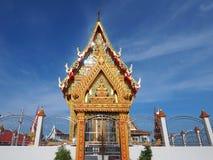 Herrlicher thailändischer Tempel in der ruhigen Umwelt lizenzfreies stockbild
