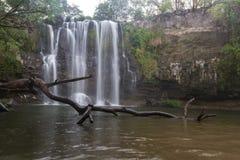 Herrlicher Wasserfall in Costa Rica Lizenzfreies Stockfoto