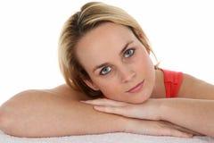 Herrliches junges blondes Frauen-Portrait Stockfotografie