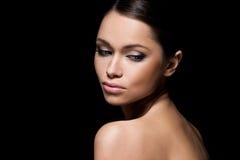 Herrliches Mädchen mit schönem Gesicht stockfoto