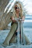 Herrliches sexy blondes auf dem Strand Stockbild