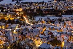 Hersbruck in de winternacht - Duitsland royalty-vrije stock afbeeldingen