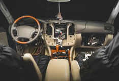 Herstel de bedrading van de auto stock foto